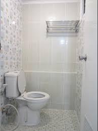 memilih keramik kamar mandi